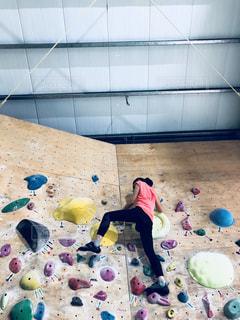 女性,屋内,トレーニング,ボルダリング