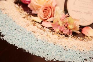 テーブルの上のチョコレート ケーキの写真・画像素材[1249575]