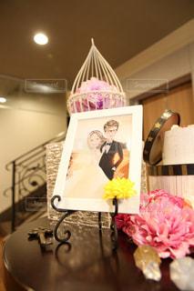 テーブルの上の花の花瓶の写真・画像素材[1249580]