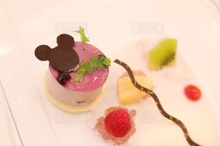 皿の上のケーキの一部の写真・画像素材[1252013]