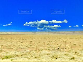青い空と広大な大地の写真・画像素材[1217226]