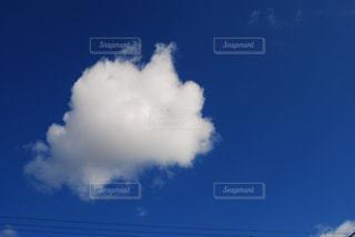 青い空に雲の写真・画像素材[1317651]