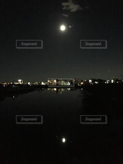 夜の街の景色の写真・画像素材[1218065]