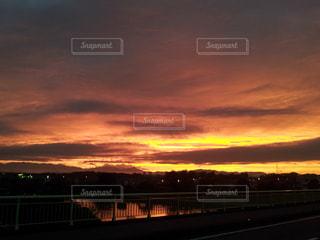夕日,橋,夕焼け,川,曇り,景色,黄昏,欄干,金色
