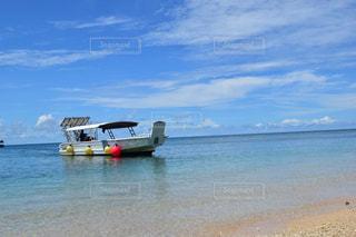 ボートに乗って出発の写真・画像素材[1210747]