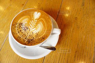 木製のテーブルの上に座ってコーヒー カップの写真・画像素材[1212867]