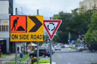 道の端にサインの写真・画像素材[1814349]