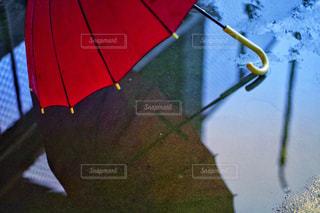 雨,傘,赤,水,道路,水たまり,梅雨,6月,素材