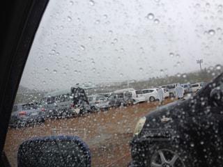 雨,車,駐車場,窓,車内,雨粒,雨の日,窓に付く雨粒