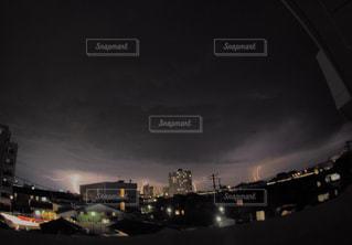 夜の都市の眺めの写真・画像素材[2177971]