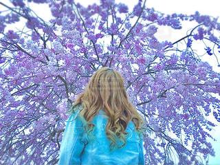 女性,桜,レディース,屋外,人物,未来,ギャル,高校,巻き髪,夢,ポジティブ,JK,可能性,パーマ,無限大