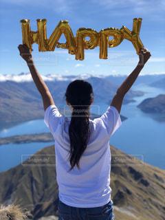 女性,空,夏,海外,太陽,後ろ姿,青い空,日焼け,山,登山,人物,背中,人,後姿,幸せ,happy,ハイキング,ニュージーランド,頂上,自分,私,真夏日,登山ガール