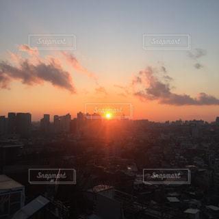 夕暮れ時の都市の景色の写真・画像素材[1209307]