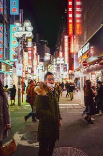 男性,冬,夜,屋外,カラフル,ネオン,都会,渋谷