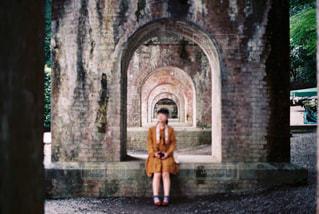 水路閣とわたしの写真・画像素材[1261275]