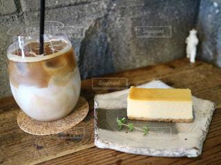木製テーブルの上でお茶でも。の写真・画像素材[1453458]