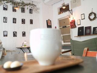 部屋とテーブルとマグの写真・画像素材[2292696]