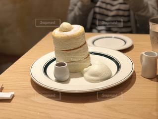 テーブルの上のコーヒー カップの写真・画像素材[1210773]