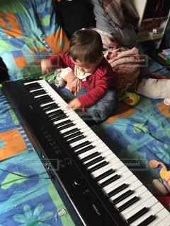 屋内,勉強,男の子,ピアノレッスン?