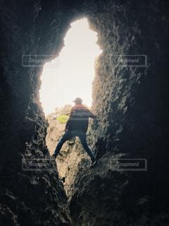 男性,自然,海,冬,絶景,赤,沖縄,景色,男,人,崖,洞窟,野生,90年代,平成