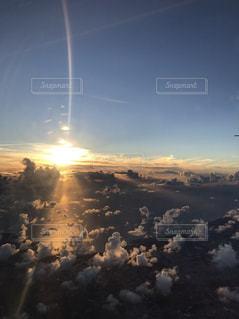 空,夕日,雲,飛行機,雲海,夕陽,サンセット,機窓