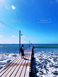 海へ続く桟橋の写真・画像素材[1410642]