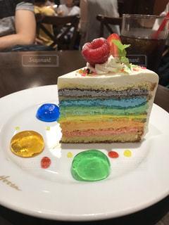 レインボーショートケーキの写真・画像素材[1537460]