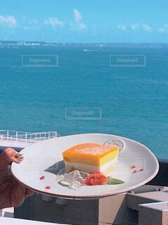 食べ物,海,夏,ネイル,屋外,晴れ,女性の手,手持ち,人物,ポートレート,ライフスタイル,手元,マンゴームース