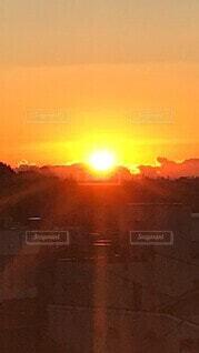 空,太陽,朝日,雲,日差し,オレンジ,朝焼け,雄大,正月,お正月,日の出,明るい,新年,陽射し,初日の出,ご来光,広大,朝の赤い空