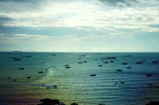 雨季のPattaya beachの夕陽の写真・画像素材[1236760]