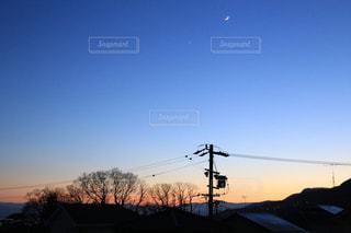 夕焼けと夜の狭間の写真・画像素材[1274716]