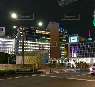 近くに夜の街のアップの写真・画像素材[1489607]