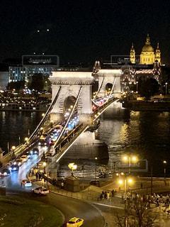 ブダペスト、夜の鎖橋の写真・画像素材[2722318]