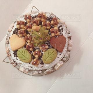 皿の上のケーキの一部の写真・画像素材[1218741]