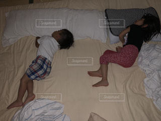 子供,家,お昼寝,兄弟,ゴロゴロ