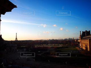 ルーブルの窓から見た夕暮れの写真・画像素材[1275955]