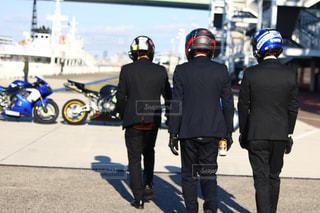 後ろ姿,かっこいい,バイク,ヘルメット,スーツの後ろ姿