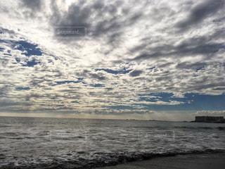 自然,海,空,屋外,ビーチ,雲,水面,海岸,景色,一色海岸,くもり,秋空,陽ざし,空の日