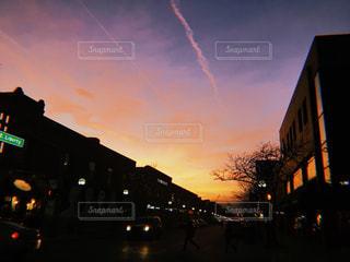 夕焼けの街の写真・画像素材[1248355]
