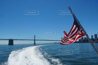 水の体の上の橋の写真・画像素材[1394695]