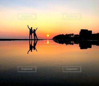 夕日,カップル,綺麗,景色,旅行,サンセット,香川県,インスタスポット,決まった季節、時間にしか撮れない写真🍒,秩父母浜,彼と行った貴重なところの夕日です🍒