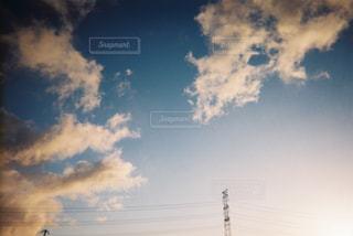空には雲のグループの写真・画像素材[1232659]