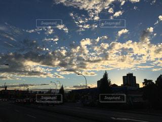 夕暮れ時の都市の景色の写真・画像素材[1226815]
