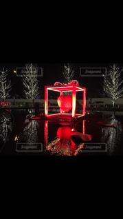 暗い部屋で赤光の写真・画像素材[1235649]