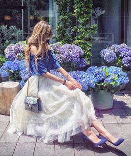 女性,花,お花畑,屋外,晴れ,あじさい,鮮やか,ドレス,樹木,スカート,紫陽花,人物,人,梅雨,金髪,草木,ガーデン,フォトジェニック