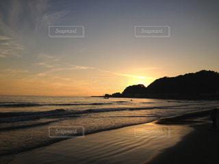 海,夕日,ビーチ,砂浜,夕焼け,波打ち際,日没,夕陽,湘南,太平洋,遠浅
