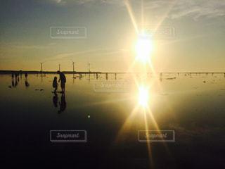 空,夕日,親子,夕暮れ,影,鏡,台湾,高美湿地,フォトジェニック