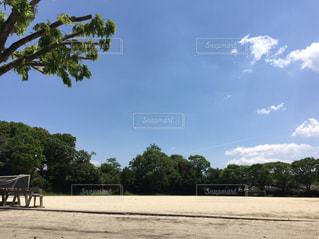 真っ青な空とグランドの写真・画像素材[1235717]