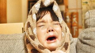 ギャン泣きする女の子の写真・画像素材[1813622]