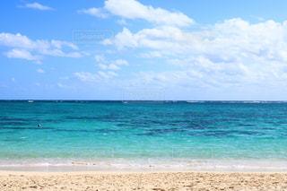 海の横にある砂浜のビーチの写真・画像素材[1231981]